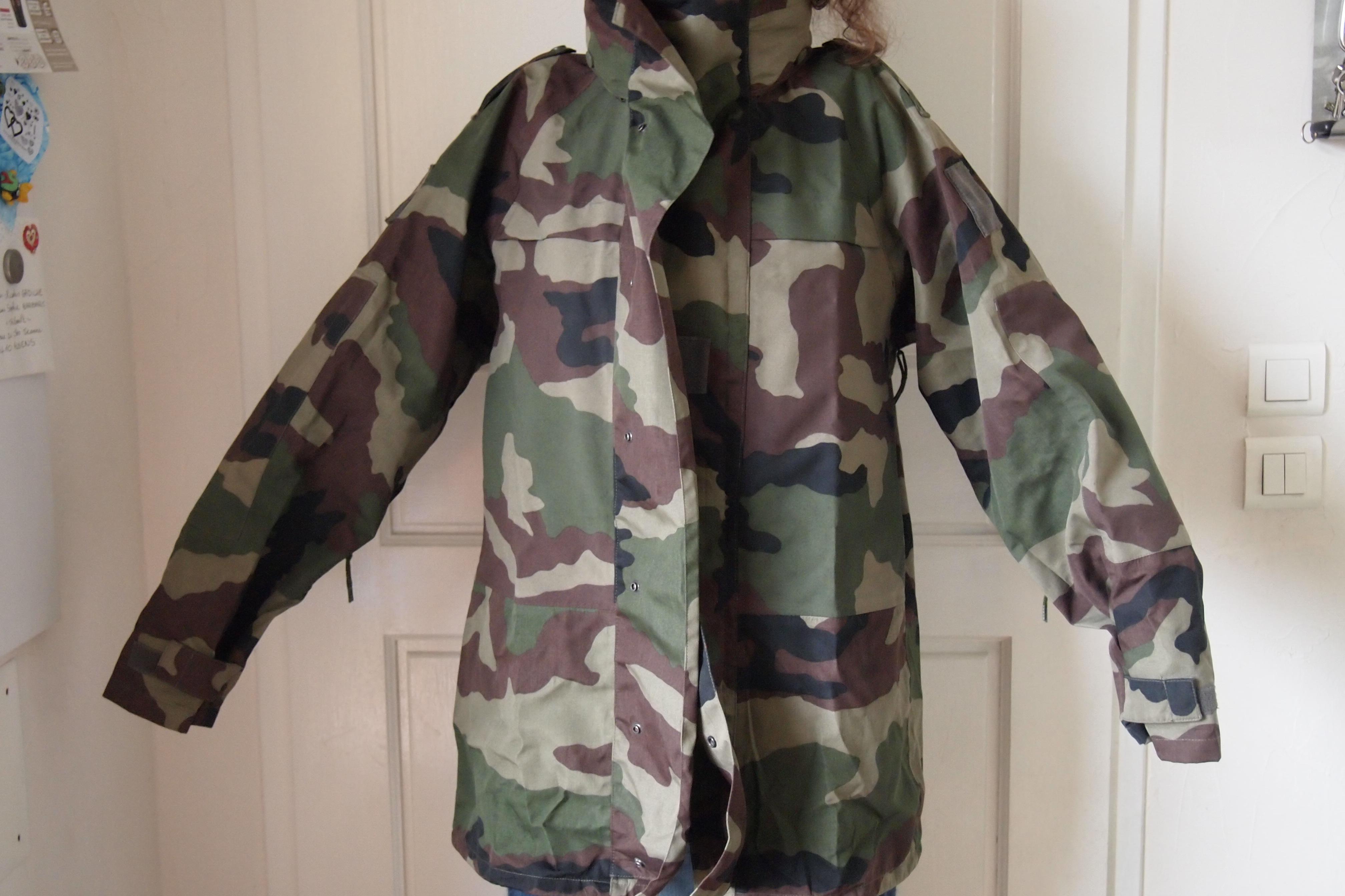vêtements militaire L  : goretex, pantalon …
